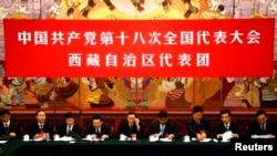 中共十八大上西藏代表团在人大会堂西藏厅(2012年11月9日)