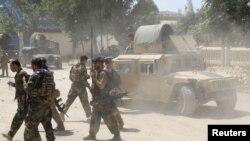 Pasukan komando Afghan di lokasi baku tembak dengan pemberontak Taliban di Provinsi Kunduz, Afghanistan, 22 Juni 2021. (Foto: Stringer/Reuters)