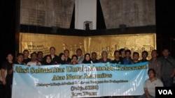 Aksi menolak kekerasan atas nama agama di Surabaya tahun 2017 (Foto:ilustrasi/VOA-Petrus Riski)