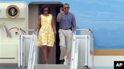 Tổng thống Barack Obama và đệ nhất phu nhân Michelle Obama đến Bourne, Massachusetts, 10/8/2013