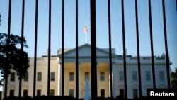 미국 워싱턴의 백악관. 외곽 철책 너머로 촬영한 사진이다. (자료사진)