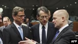 Šefovi diplomatija Nemačke, Gvido Vestervele, Italije, Djulio Terci, i Velike Britanije, Vilijam Hejg, na sastanku ministara spoljnih poslova EU u Briselu, 1. decembar 2011.