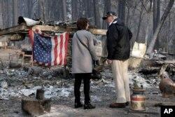 رئیس جمهوری آمریکا از مناطق آسیب دیده در آتش سوزی در شمال ساکرامنتو، مرکز ایالت کالیفرنیا دیدار کرد.