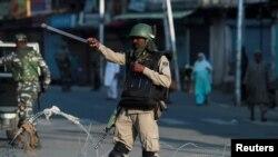 بھارت کے زیر انتظام کشمیر میں پانچ اگست کے بعد سے حالات معمول پر نہیں آ سکے۔