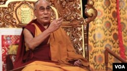 达赖喇嘛在纽约传授佛经 (美国之音赵江拍摄 )