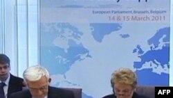 Predsednik Evropskog parlamenta Ježi Buzek i bivša američka državna sekretarka Medlin Olbrajt na skupu o demokratiji u Briselu, 14. mart 2011.