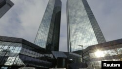 Kantor pusat bank bisnis terbesar Jerman Deutsche Bank AG di Frankfurt. (Foto: Dok)