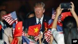 El presidente de EE.UU., Donald Trump, llegó a Hanoi, Vietnam, el sábado, 11 de noviembre de 2017.