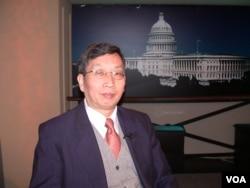评论员胡平参加美国之音电视节目(2006年3月9日)