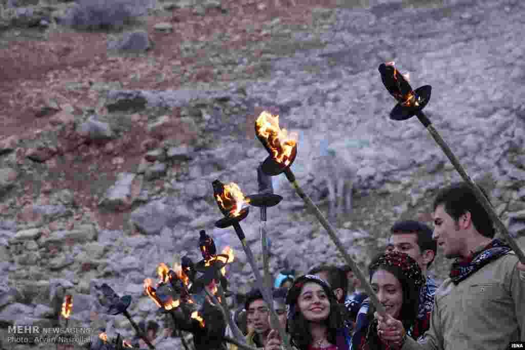 در کامیاران استان کردستان مردم با جشن نوروزی به استقبال بهار می روند. عکس: آرین نصراللهی