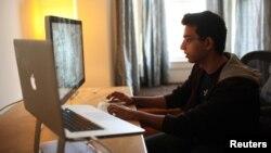 Seorang pengusaha muda, Sahil Lavingia, 19 tahun, pendiri sebuah perusahaan berbasis teknologi di San Franciso (Foto: dok). Penelitian Yayasan Kauffman mengungkapkan jumlah perusahaan teknologi milih pengusaha asing di AS menurun 24 persen di tahun 2006-2012.