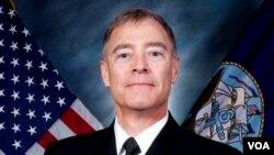 Trước khi đảm nhiệm vị trí tân chỉ huy lực lượng tàu ngầm của Hoa Kỳ ở Thái Bình Dương, ông Roegge làm việc Lầu Năm Góc, trụ sở của quân đội Mỹ.