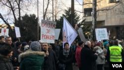 Protesti pred Parlamentom Federacije BiH, 24. januar 2018. godine.