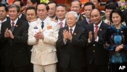 重新被選為越南共產黨總書記的阮富仲。(前排中)