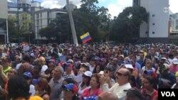 Reunión de ciudadanos y legisladores en una asamblea popular en Caracas, Venezuela. Foto: Álvaro Algarra.