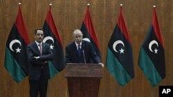Libya's Prime Minister designate Abdurrahim El-Keib (R) and Abdul Hafez Goga, spokesman for the NTC attend a news conference in Tripoli, November 22, 2011.