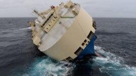 Një anije e përmbysur drejt Francës