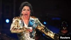 مایکل جکسون سال ۱۳۸۸ ناگهان درگذشت.