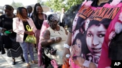 Detroit residents wait in line to enter the Greater Grace Temple for legendary singer Aretha Franklin's funeral in Detroit, Aug. 31, 2018.