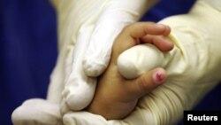 La Organización Mundial de la Salud calcula que 6.000 niñas son mutiladas genitalmente cada día.