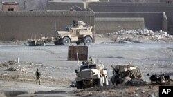 北约联军车队12月21日在阿富汗加兹尼省行驶时被路边炸弹炸毁,5名波兰军人阵亡