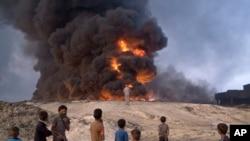 Musul'un 50 kilometre güneyindeki Kayyara'da IŞİD tarafından petrol dökülüp teşe verilen kükürt kuyuları