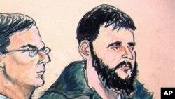 Adis Medunjanin (kanan) dan pengacaranya saat tampil di pengadilan federal di New York (foto: dok).