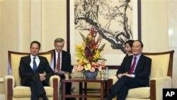 티모시 가이트너 미 재무장관(좌)과 왕치산 중국 부총리
