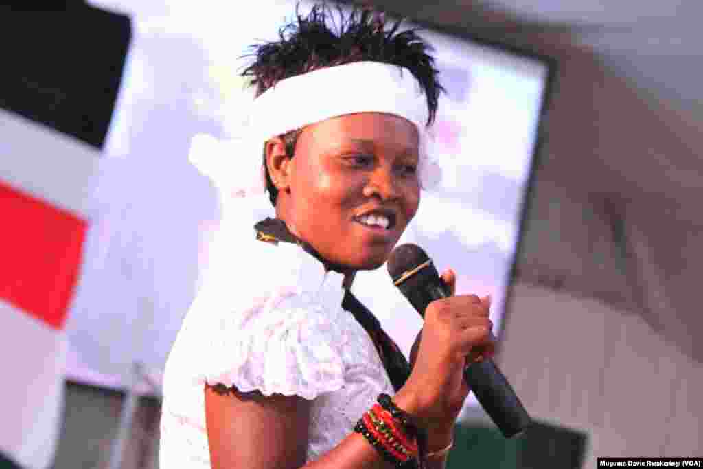 South Sudan artist Zahara Ali, whose stage name is Queen Zee, performs at the fundraiser for Abyei at Freedom Hall in Juba, October 2013.