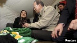 بازدید بان کی مون از اردوگاه های پناهندگان سوریه در ترکیه. 7 دسامبر 2012