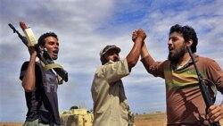 نيروهای دولت موقت ليبی کنترل اردوگاه نظامی ساعدی قذافی را به دست گرفتند