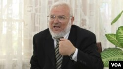 Ketua parlemen Palestina dari kelompok Hamas, Aziz Dweik (foto: dok).