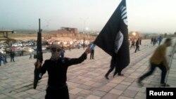 Chiến binh vũ trang của nhóm Nhà nước Hồi giáo tại Mosul, Iraq.