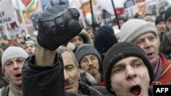 Người biểu tình la hét phản đối gian lận bầu cử, ở Moscow, Nga, thứ bảy 10/12/2011