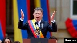 El presidente Juan Manuel Santos acaba de juramentar su segundo periodo y exige a las autoridades una investigación profunda ante las denuncias de espionaje que revela infiltraciones de inteligencia dentro del ejército.