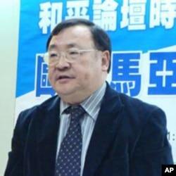淡江大學美國研究所教授 陳一新