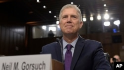 Le nominé Neil Gorsuch prépare son audience à Capitol Hill, à Washington D.C., le 21 mars 2017.
