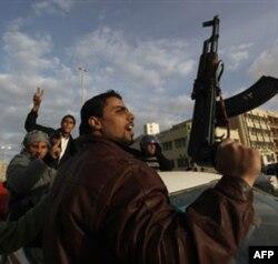 Qaddafiy: namoyishlar ortida turgan al-Qoida va Usama bin Laden