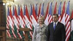 کلینتون بر دمکراسی در مجارستان تاکید می گذارد