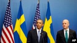 바락 오바마 미국 대통령(왼쪽)과 프레드릭 라인펠트 스웨덴 총리가 4일 스톡홀름에서 정상회담 후 기자회견에 참석했다.