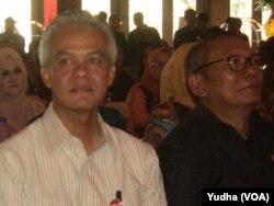 Gubernur Jawa Tengah, Ganjar Pranowo (baju putih) (Foto: VOA/Yudha)