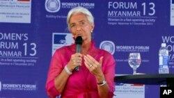 IMF ႏိုင္ငံတကာ ေငြေၾကးရန္ပံုေငြအဖဲြ႔ ဥကၠ႒ Christine Lagarde ျမန္မာအမ်ဳိးသမီး ဖိုရမ္ ဒုတိယေန႔မွာ စကားေျပာစဥ္။ (ဒီဇင္ဘာ ၇၊ ၂၀၁၃)