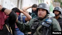 La violación de derechos humanos durante protestas enfrenta a los gobiernos de Venezuela y Estados Unidos.