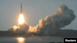 Roket H-2B membawa pesawat kargo Konotori, lepas landas dari pusat antariksa Tanegashima sekitar 1,000 kilometer barat daya Tokyo (21/7).