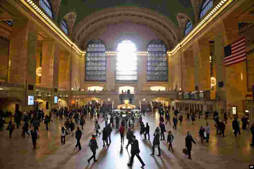 A spot under archways at Grand Central Station in New York reflects the sound from the walls to the opposite side of the underpass and is called the Whispering Gallery.