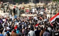 L'armée a promis de ne pas s'en prendre aux manifestants