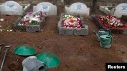 Các ngôi mộ của các nạn nhân tại một nghĩa trang ở Nairobi, ngày 25 tháng 9, 2013.