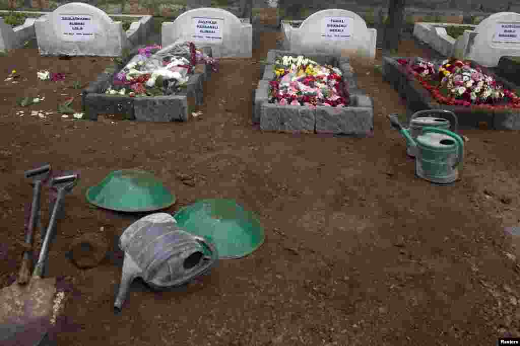 Fresh graves of Westgate Mall shooting victims in a cemetery in Nairobi, Sept. 25, 2013.