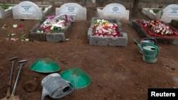 肯尼亞內羅畢商廈襲擊案部份死者下葬,肯尼亞總統肯雅塔宣佈為死難軍民哀悼三天。