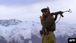 Thành viên thuộc nhóm ly khai người Kurd tuần tra ở vùng biên giới
